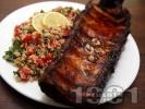 Рецепта Мариновани свински ребра със свежа салата от киноа и чери домати